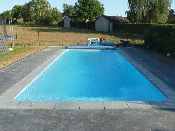 Laetitia piscine piscine for Piscine coque polyester belgique
